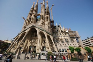 La-Sagrada-Familia-Ten-Most-Beautiful-Buildings-in-the-World